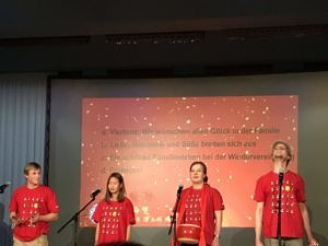 Aufführung eines Sanjuban der Theatergruppe Sonnenstrahl.
