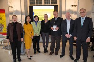Ein Gruppenfoto der InitiatorInnen und UnterstützerInnen des Lehramtsstudienganges Erweiterungsfach Chinesisch.