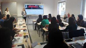 Chinesischunterricht mit Unterstützung durch die neuen Huawei-Whiteboards.