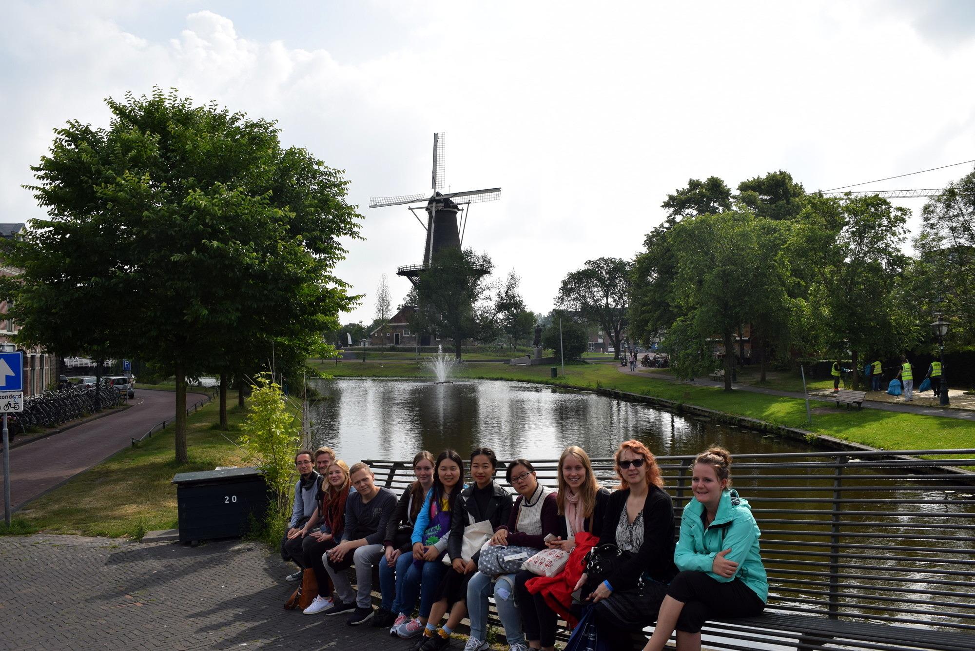 Gruppenfoto der TeilnehmerInnen der Exkursion nach Leiden 2018.