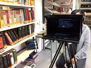 Der Leseraum der Teilbibliothek Sinologie während eines Videodrehs mit Film-Equipement.