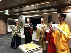 Die Theatergruppe Sonnenstrahl bei einer Aufführung in München 2018.
