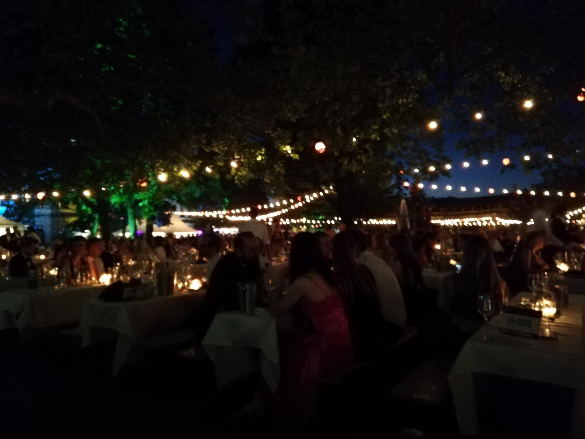 Das Schlossgartenfest der FAU bei Nacht.