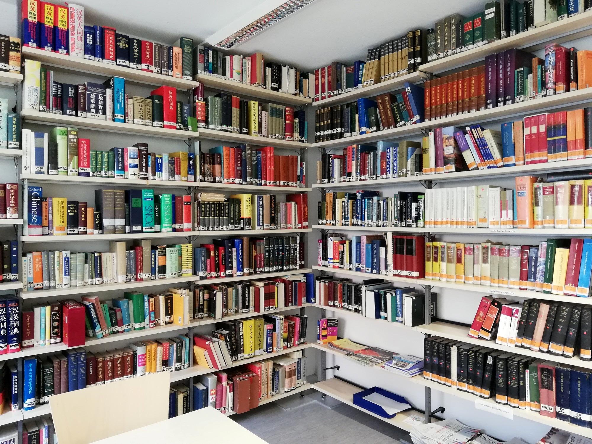 Der Leseraum der Teilbibliothek Sinologie.
